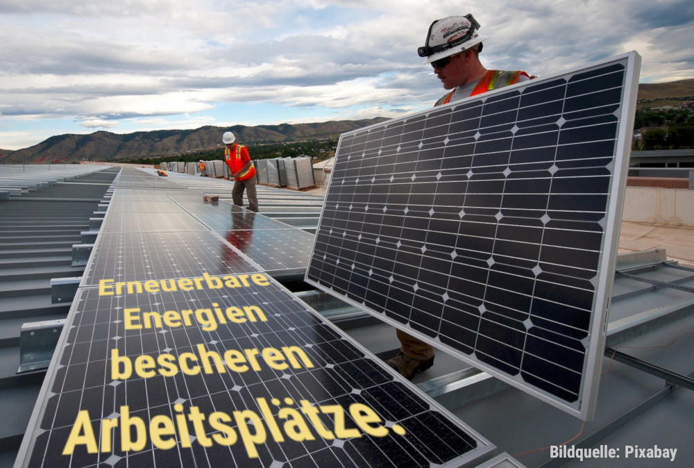 Arbeiter bringen eine Photovoltaik-Anlage an