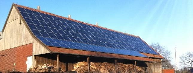 Scheune mit Photovoltaikanlage