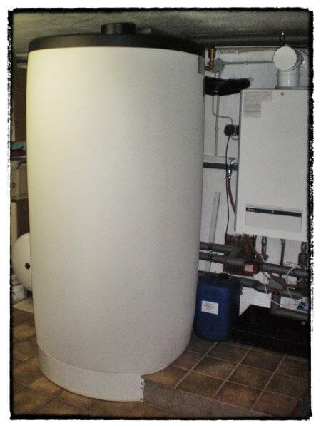 Solarspeicher zur Warmwasser- und Heizungsunterstützung mit rund 750 Litern